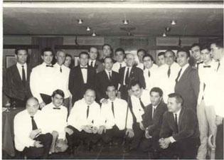 Fotografía de los participantes del primer concurso organizado por el Club del Barman en el año 1966